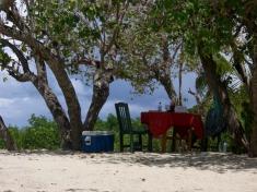 Picknick auf einer kleinen einsamen Insel